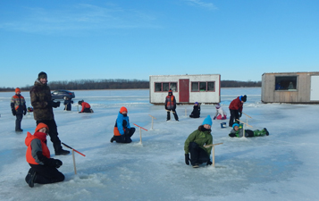 Pêche sur la glace sur le lac Levan