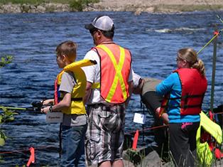 Activité de Pêche en herbe organisée en 2013 par le comité Zip Saguenay